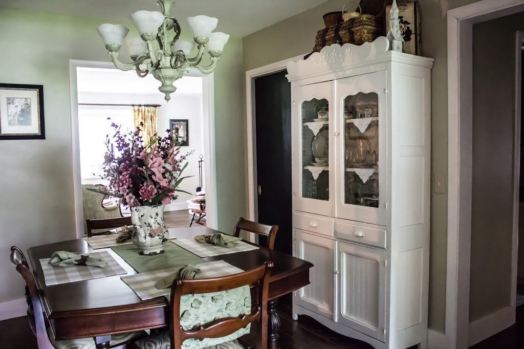 Read more about the article Painting interior doors a dramatic black