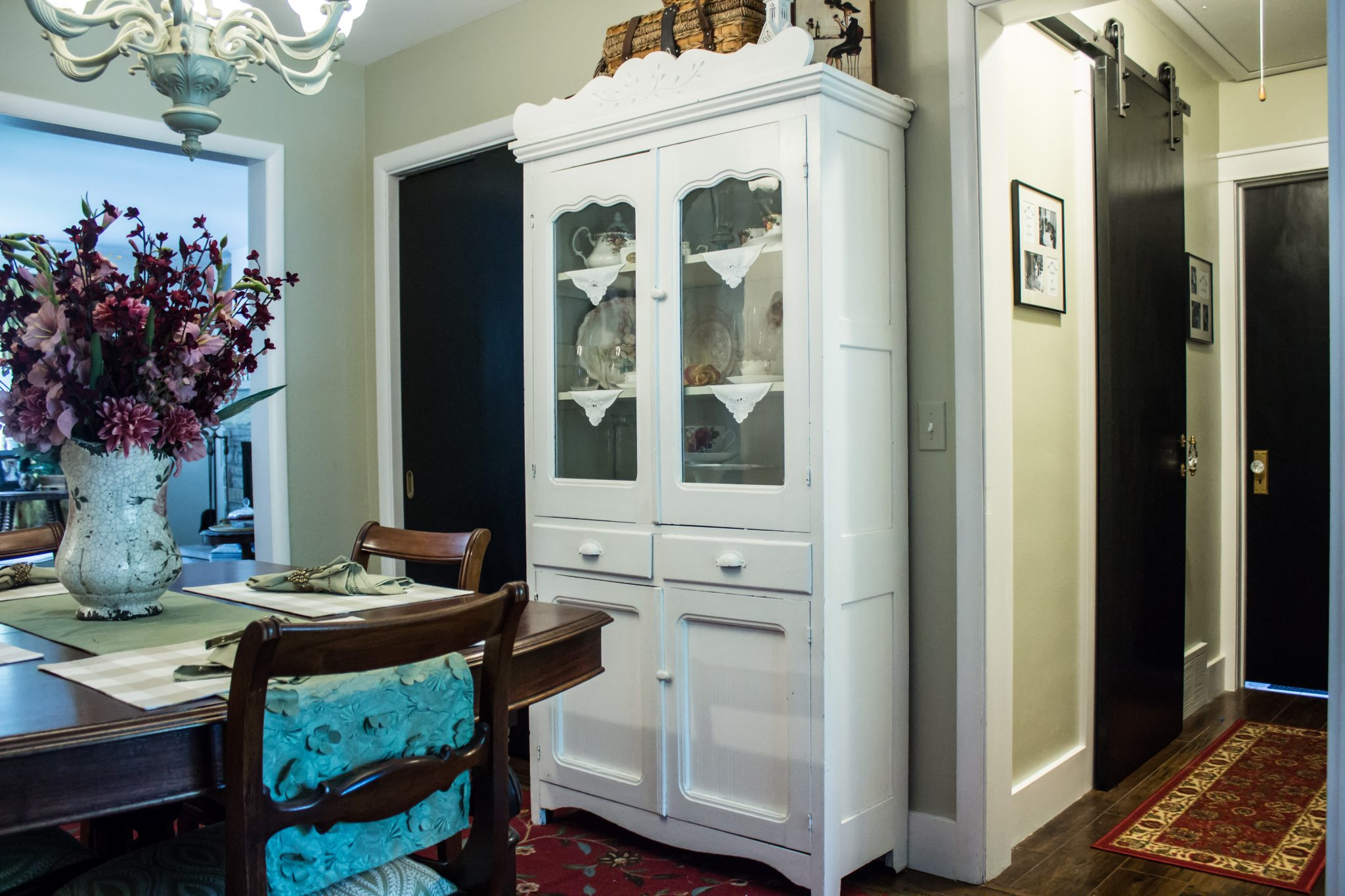 Read more about the article Painted all the doors black and they look so elegant